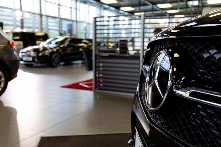 Mercedes Autohaus Innenaufnahme